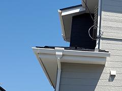 住宅の雨樋が壊れてしまう原因と2つの修理方法