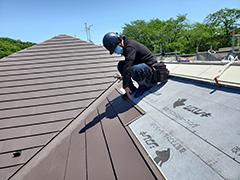 屋根の工事。カバー工法のメリット&デメリット