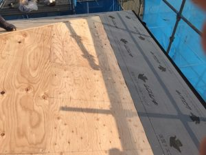 屋根コンパネ貼り