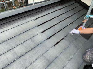 屋根の刷毛入れ