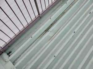 屋根のへこみ